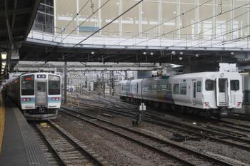 2016年12月27日 10時35分頃、松本、駅北側の引き上げ線で折り返し車庫に入る後ろ2両。