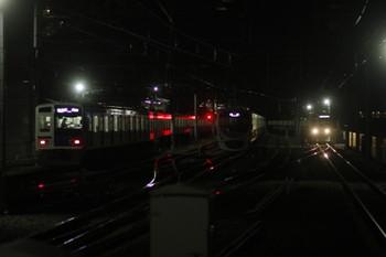 2017年1月8日、石神井公園、左から6108Fの6501レ・6番線で発車待ちの38112F・6153Fの6504レ。