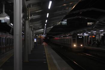 2017年1月18日 5時34分頃、清瀬、2番ホームに到着する6154Fの上り回送列車。