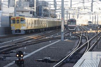 2017年1月17日、石神井公園、発車した2413F+2055Fの2101レ(左端)。