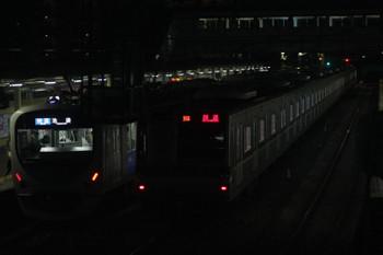 2017年1月27日、仏子、30000系の3126レに追い抜かれる中線のメトロ7005F上り回送列車。