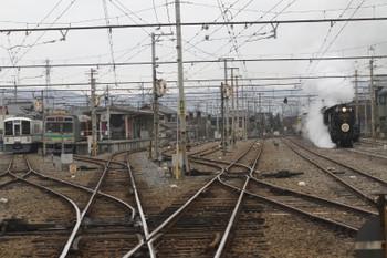 2017年1月8日11時7分頃、影森、到着するSL列車の回送と1528レ。左端は留置中の西武4007F。