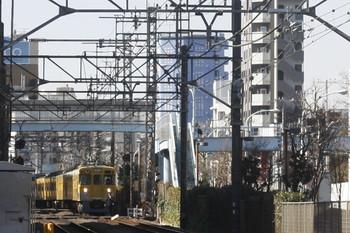 2017年2月7日 12時12分頃、高田馬場~下落合、駅間で停車した2411F+2007Fの2642レ。