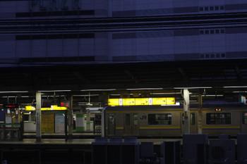 2017年2月10日 6時20分頃、JR池袋駅、3番ホームに房総の209系・回送列車が停車中。