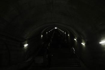 2017年1月9日、土合、地上に出る階段を下りホームから見上げたところ。