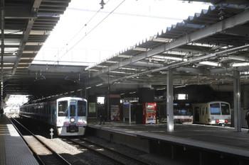 2017年1月21日 11時36分頃、所沢、4009F(52席)下り列車と多摩川線へ向かう1249F。