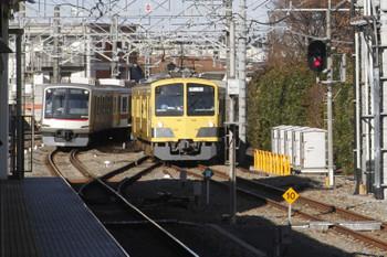2017年12月21日 14時5分頃、所沢、新秋津駅から戻ってきた263F回送と東急4109Fの1711レ。
