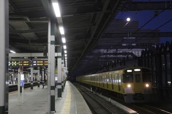 2017年2月12日 6時10分頃、練馬、通過する2063Fの上り回送列車。上には満月?