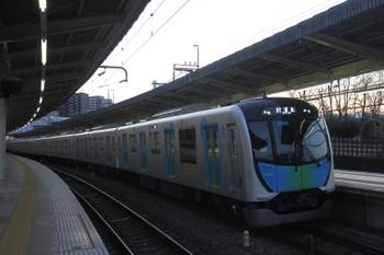 2017年1月21日 16時57分頃、入間市、4番ホームに着発した40101Fの上り試運転列車。側扉の開閉はなし。
