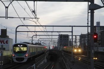 2017年2月18日、練馬、38103Fの上り回送列車と2069Fの5205レ。