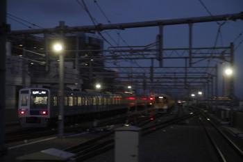 2017年2月25日、石神井公園、6111Fの6501レと6番線で待機中の2075F。