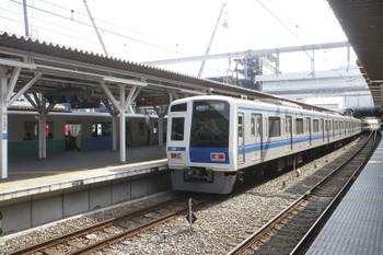 2017年2月25日 13時14分頃、所沢、4番ホームから発車した6154Fの1709レ。奥は5番線で発車待ちの2129レ。