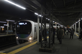 2017年1月28日 18時15分頃、小手指、3番ホームに「快速 飯能ゆき」表示で到着する38110Fの下り列車。