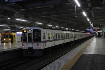 2017年1月28日 17時9分頃、4021F+4023Fの2002レと新宿線5632レ(2003F)の並び。