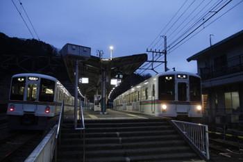 2017年1月29日、吾野、4001Fの5007レ(左)と4005Fの5008レ。