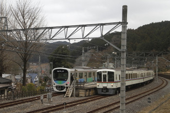 2017年1月29日、吾野、38111Fの5016レ(左)と4013F+4015Fの5011レ。