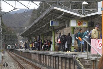 2017年1月29日 10時50分頃、西吾野、駅伝関係者が待つ西吾野駅へ到着する38111Fの上り回送列車。