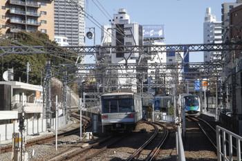 2017年2月12日 10時22分頃、中目黒、メトロ日比谷線03系と西武40101Fの下り試運転列車。