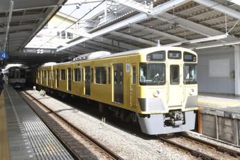 2017年3月25日 8時51分頃、飯能、特急ホームに到着した2073Fの下り列車。
