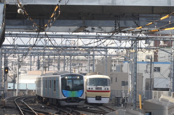 2017年3月29日、池袋、椎名町駅方の電留線で休憩の10105Fと40101Fの4654レ。