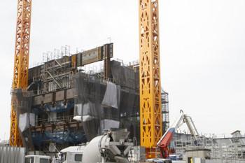 2017年2月28日、池袋、駅の南東側の高層ビル建設現場。