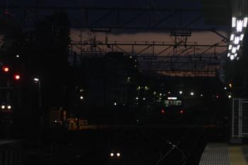 2017年2月24日17時52分頃、萩山、夕焼けの空の下へ発車した臨時急行 西武遊園地ゆき。