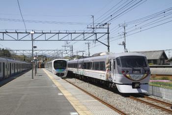 2017年4月23日 13時1分頃、横瀬、右が38109Fの上り回送列車。左は38107Fの5025レ。