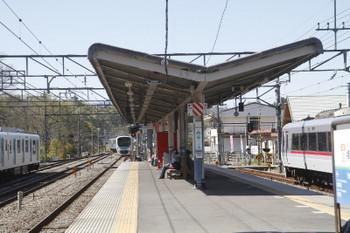 2017年4月23日 14時5分頃、横瀬、奥の引き上げ線から2番ホームへ入るに38109F。