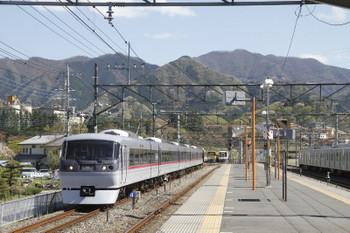 2017年4月23日 14時15分頃、横瀬、奥の電留線から1番ホーム横の側線に入る10108F。