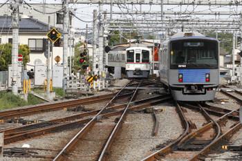 2017年4月27日 16時3分頃、飯能、発車した4001Fの下り回送列車(左)と20152F(5121レでした)の上り回送列車。