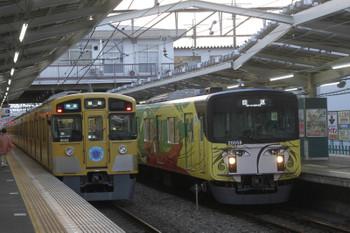 2017年4月2日 17時48分頃、清瀬、9102Fの3107レと2番ホーム停車中の20158Fの上り回送列車。
