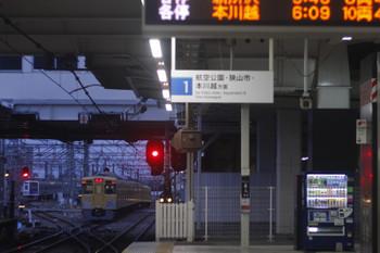 2017年4月7日 5時30分頃、所沢、2番ホームを通過した2021F?の上り回送列車。