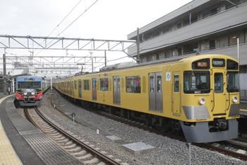 2017年4月15日 16時10分頃、西所沢、1番ホームに停車中の9107Fの臨時急行 西武球場前ゆき。左は20158Fの4352レ。
