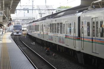 2017年5月3日、所沢、4番ホームで待避する4005F+4021Fの上り回送列車と10103Fの66レ。