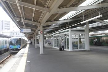 2017年5月12日 9時5分頃、西所沢、40102Fの下り回送列車(S-TRAINの戻し)と20158Fの6135レ。