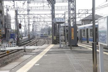 2017年5月12日 9時16分頃、西所沢、右から20153Fの6137レ、引き上げ線に止まる2501F、Y515Fの下り回送列車(09K)、東急5158Fの6808レ(04K)。