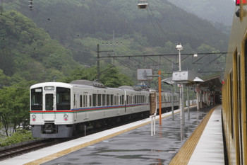 2017年月13日 10時23分頃、芦ヶ久保、ホームのない線路に到着した4017Fの回送列車。