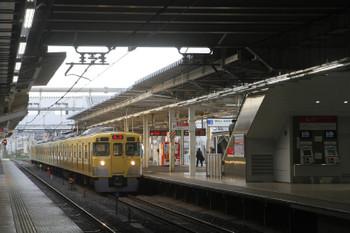 2017年5月6日 5時30分頃、所沢、2番ホームを通過する2027Fの上り回送列車。
