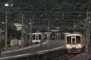 2017年6月20日、吾野、4003Fの5056レ(左)と4023F+4015Fの6001レ。