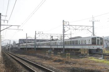 2017年6月20日 7時1分頃、西武秩父、秩父鉄道との境界付近を通過する4013FのS1レ・6052レ。こちらはきちんと「各停 飯能」表示でした。後ろに見えるのが4021Fの6004レ。