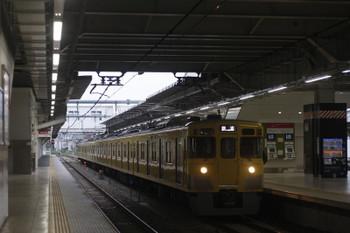 2017年5月15日 5時30分頃、所沢、2番ホームを通過する2031Fの新宿線 上り回送列車。