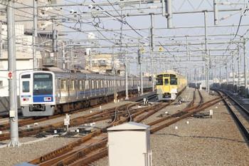 2017年5月20日、石神井公園、6番線で待機する2073Fと6109Fの6501レ。