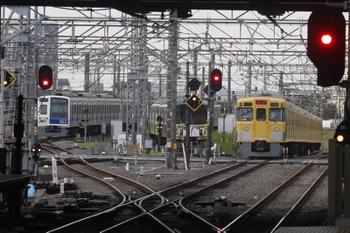 2017年5月24日 5時30分頃、所沢、通過した2021Fの新宿線上り回送列車と電留線で滞泊の61151F・20158F。
