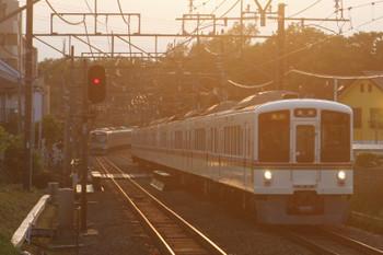 2017年5月28日、秋津、4007F+4003Fの2004レ。左奥は40102FのS-TRAIN・403レ。