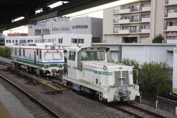 2017年6月10日、東長崎、4番ホーム横に止まるモーターカーと「Dr.Multi」。