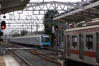 2017年6月11日、清瀬、東急5168Fの6754レを追い抜く40102Fの404レ。
