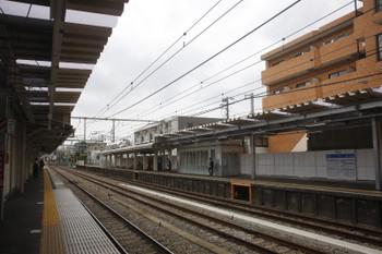 2017年6月11日、中井、右の上りホームは待合室あたりに跨線橋から降りた階段があったと思います。