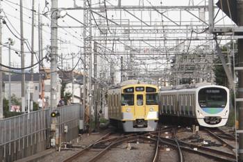 2017年6月17日、西所沢、2071Fの4356レ(左)と38110Fの臨時?各停 西武球場前ゆき。
