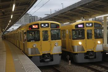 2017年6月18日、入間市、2085Fの1002レ(右)と2071Fの2153レ。