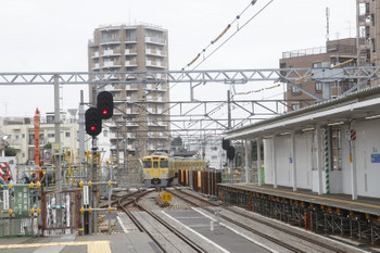 2017年6月25日、東村山、1番ホームから発車し本川越へ向かう2027Fの5707レ。